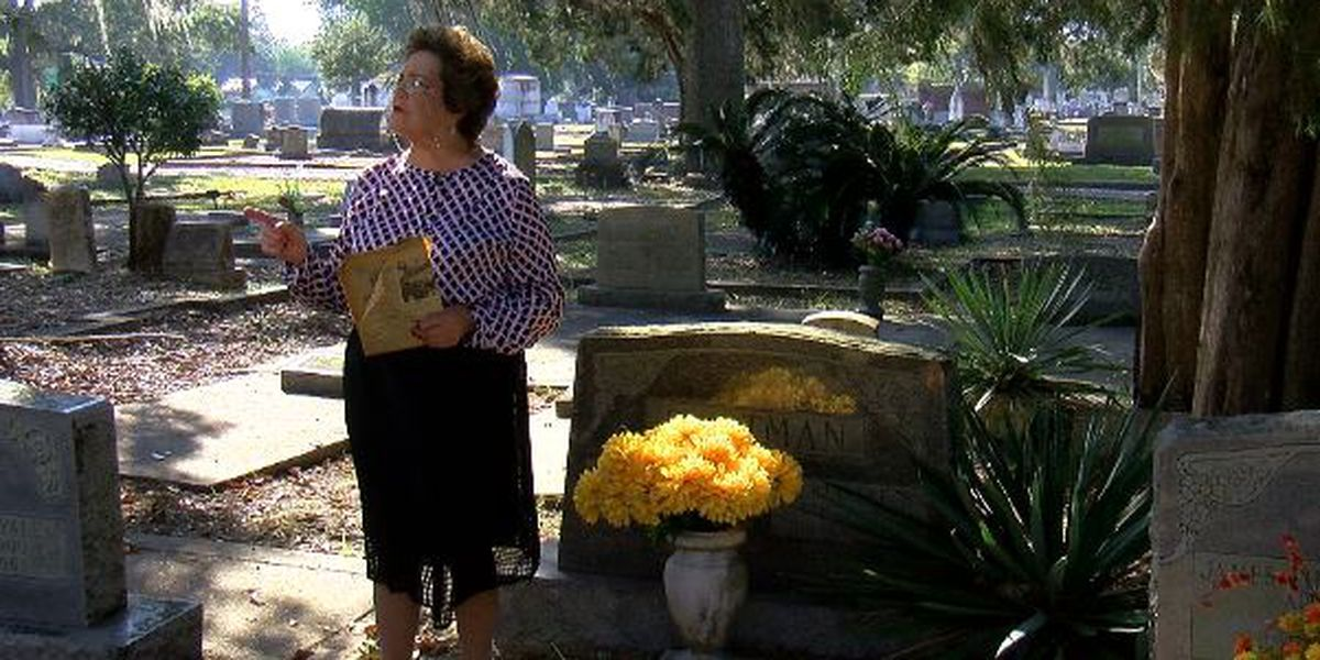 Old Biloxi Cemetery Tour goes on despite COVID-19