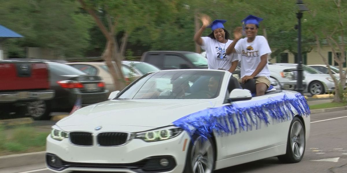 Ocean Springs High School graduates take in memorable graduation parade