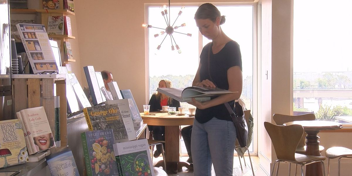 Cat Island Coffeehouse visitors brew ideas on New Year's Resolutions