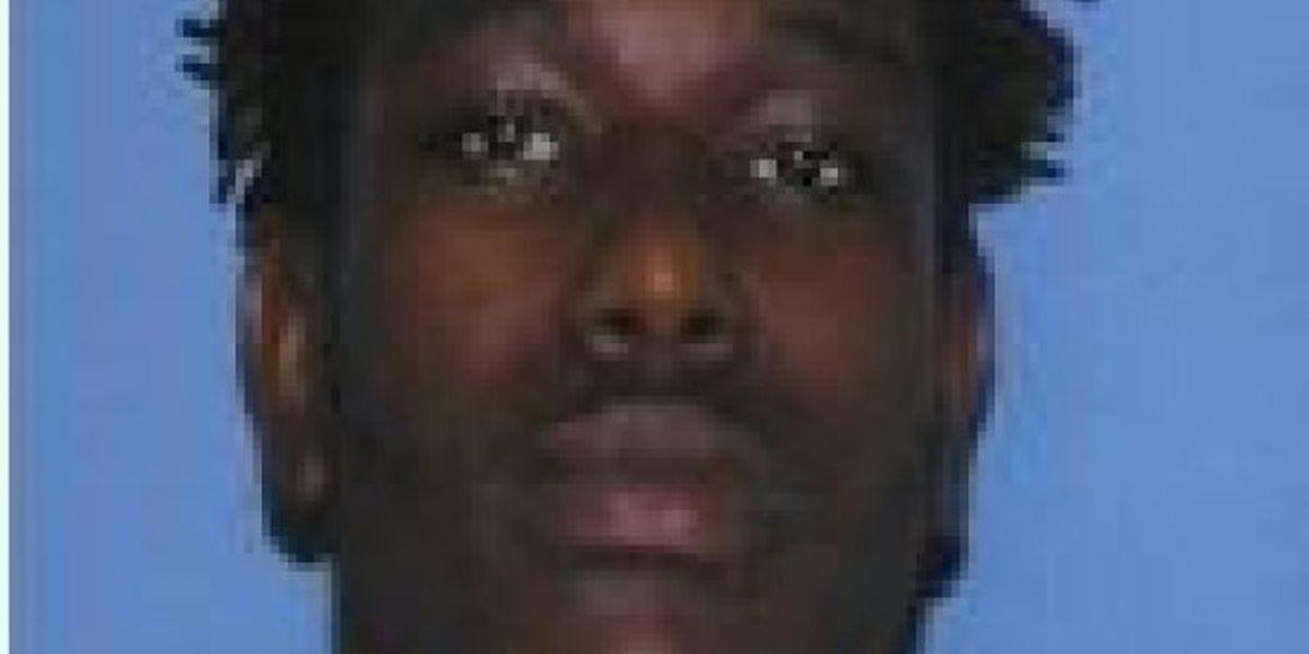 Gulfport police working to track down murder suspect
