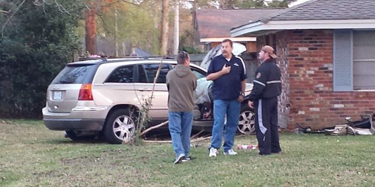 Police: Car linked to St. Andrews murder crashes into Biloxi home