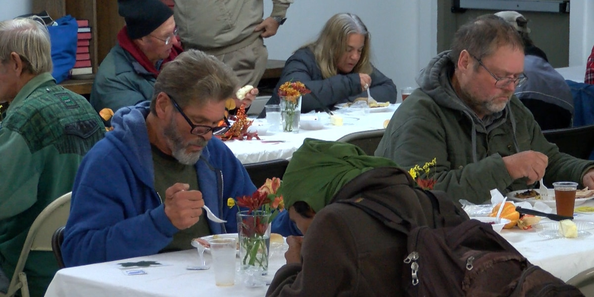 Seashore Mission serves Thanksgiving lunch to nearly a hundred people