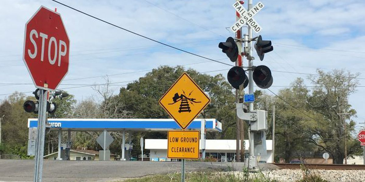 New warning signs going up at Gulfport crossings