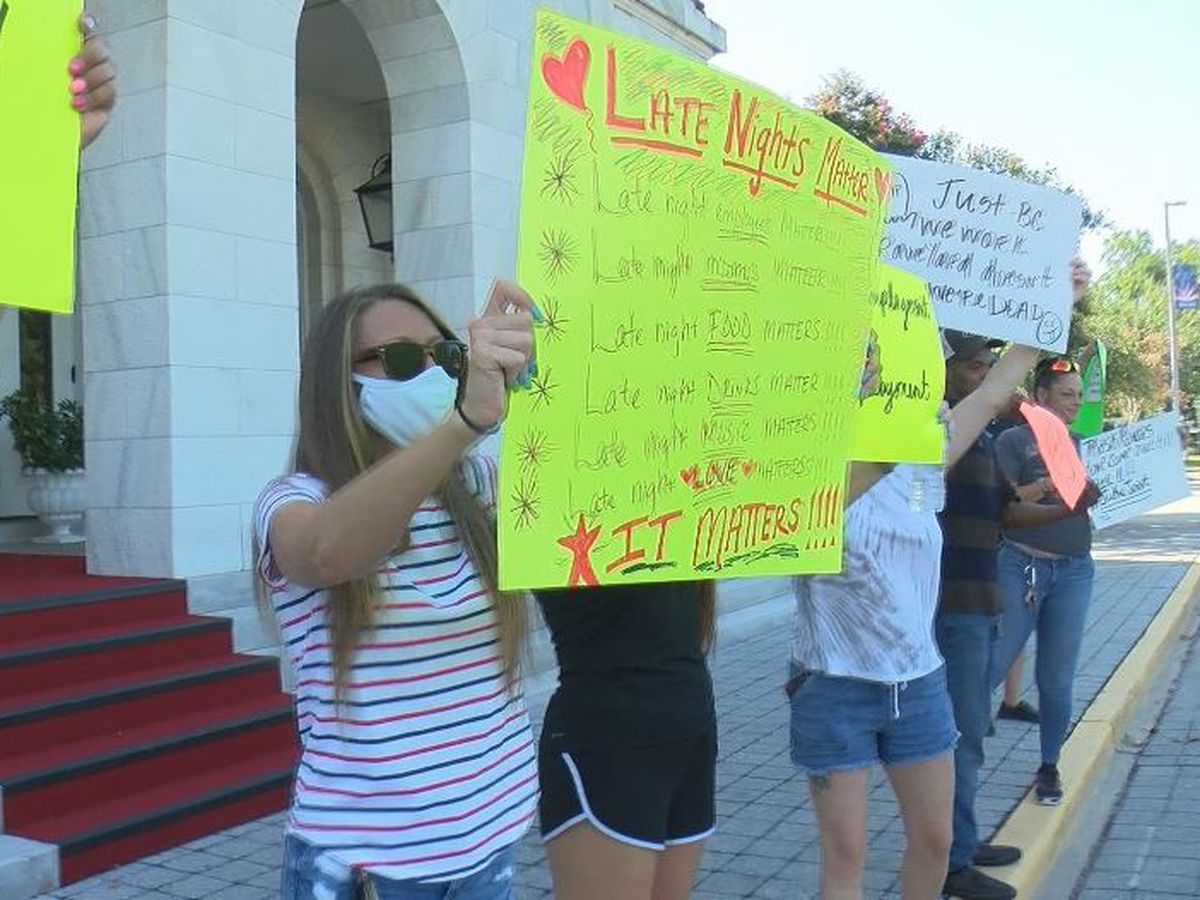 Bar keepers bring protest of executive order to Biloxi Mayor Gilich