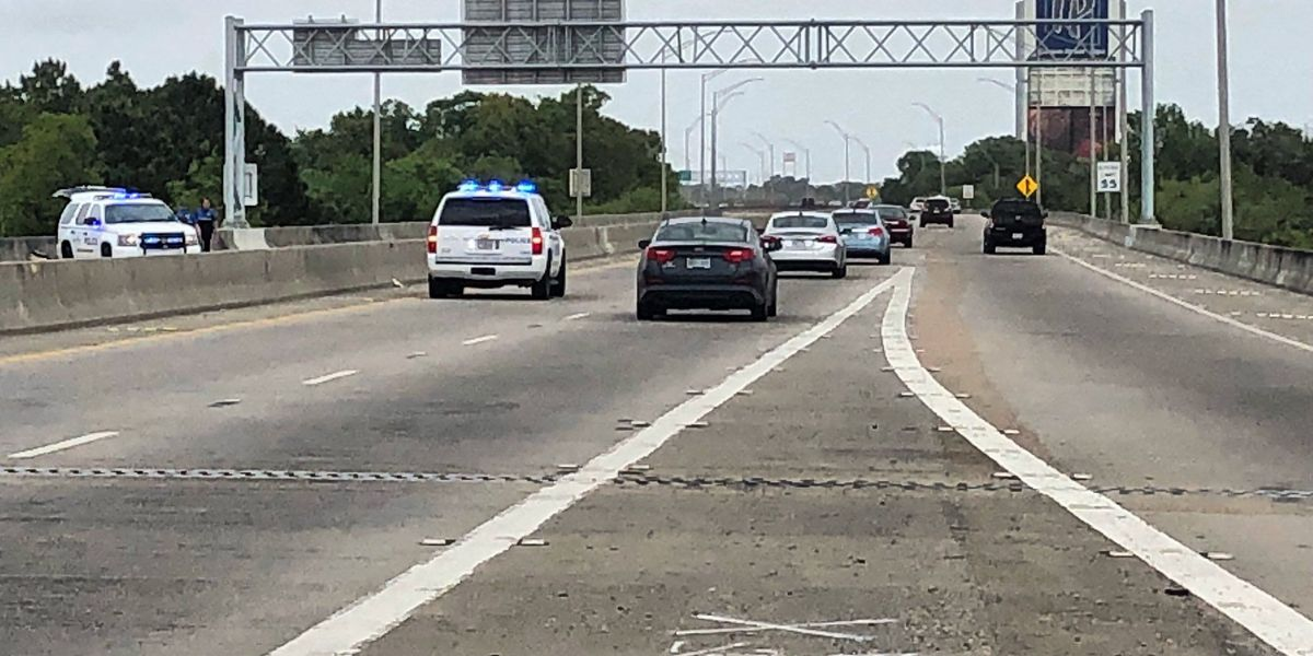 Wreck on I-110 leaves one dead, one seriously injured