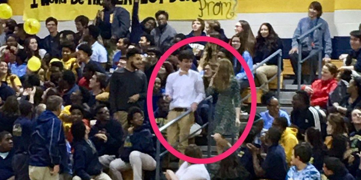 Gautier High student surprises school with 'promposal'