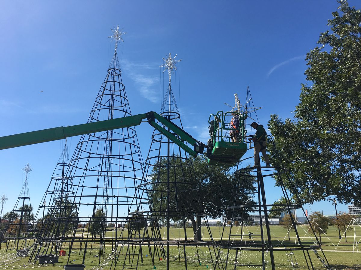 Gulfport begins set-up for Harbor Lights Festival