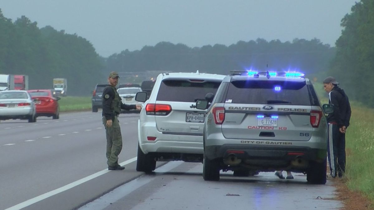 """Moss Point officer reminded that """"Move Over"""" law saves lives"""