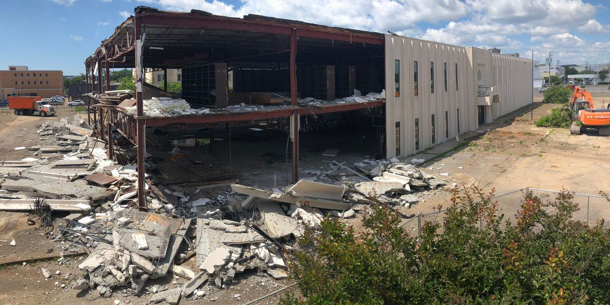Demolition begins on downtown Biloxi's old federal courthouse