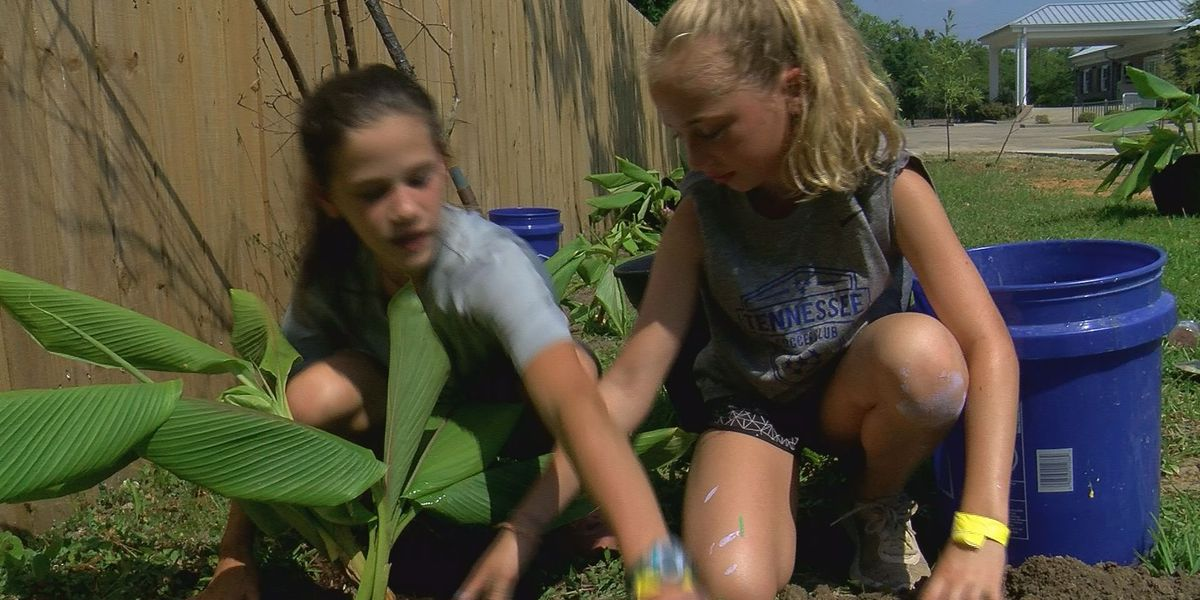 Tennessee teens make Waveland their home this week