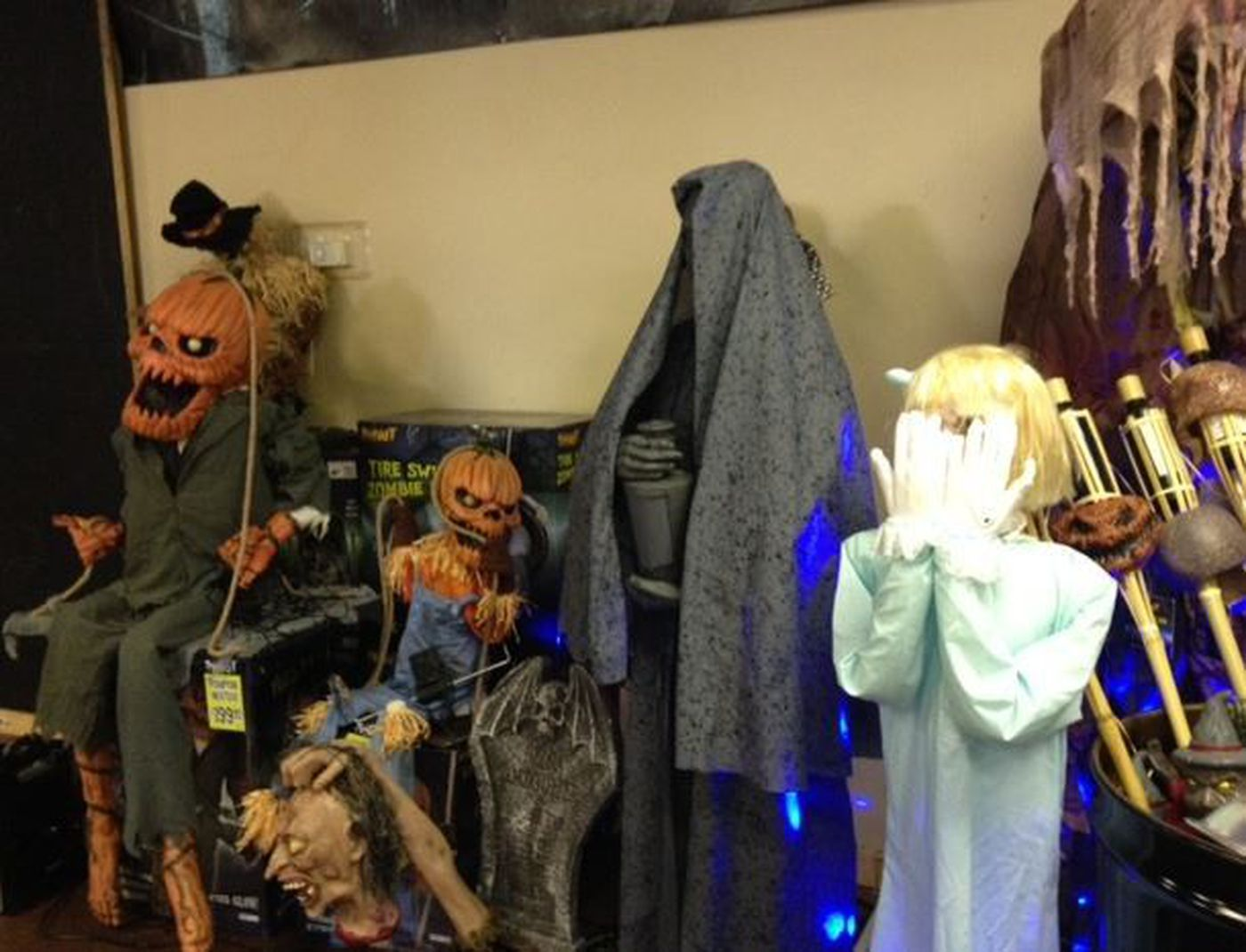 animatronics at spirit halloween store image source wlox news
