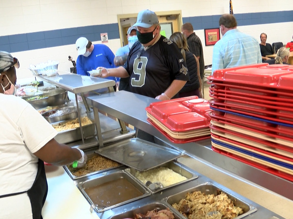 Loaves and Fishes serves Thanksgiving Day dinner to those in need