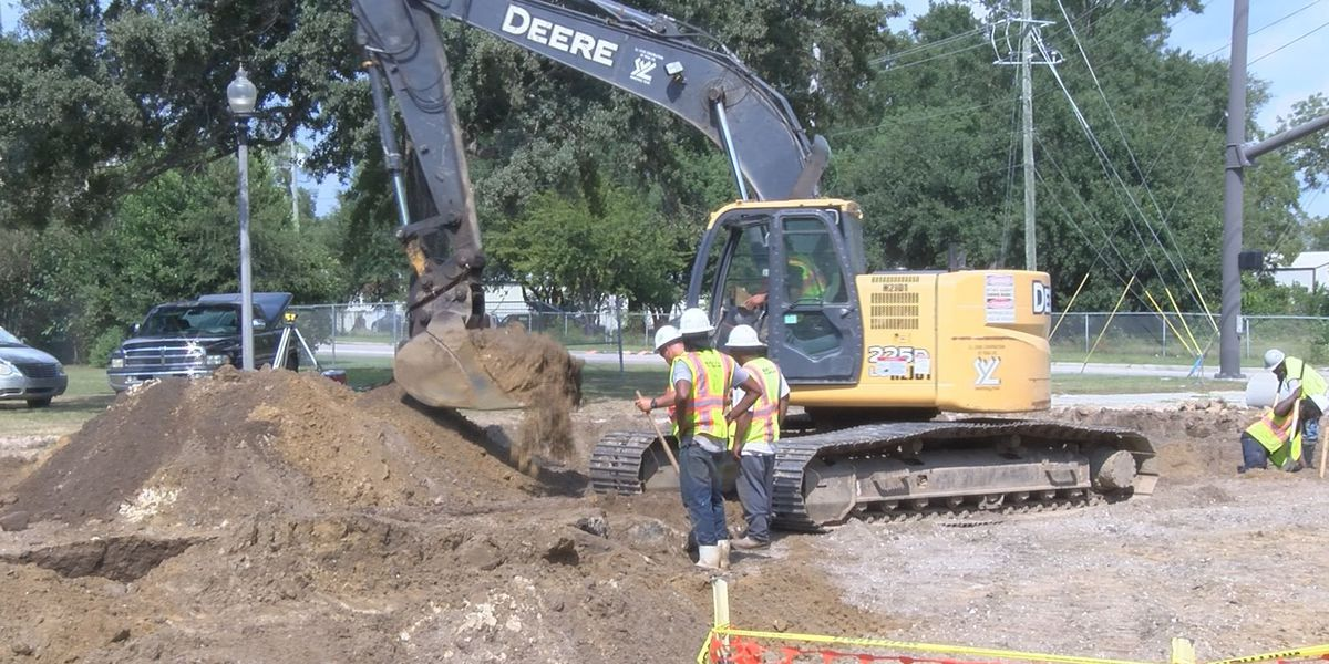 East Biloxi business owner frustrated with construction