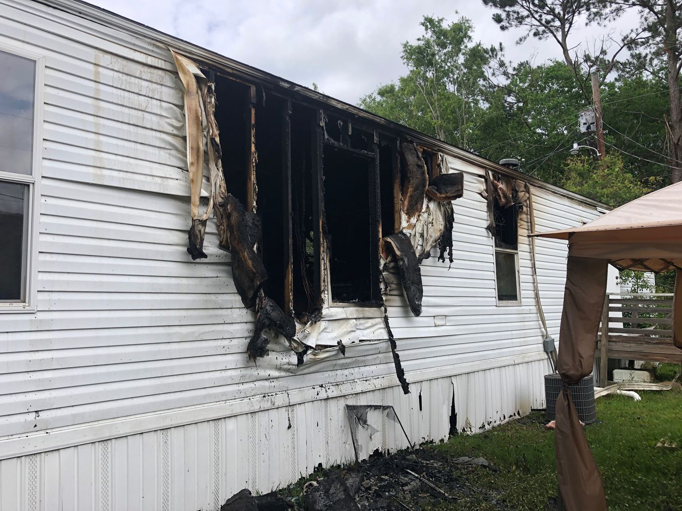 Eawpa woman critically burned after mobile home catches fire on woods mobile homes, urban mobile homes, land mobile homes, stone mobile homes, house mobile homes, wind mobile homes, lily mobile homes, tower mobile homes, california mobile homes, columbia mobile homes, landscape mobile homes, clay mobile homes, garden mobile homes, lake mobile homes, rock mobile homes, sand mobile homes, white mobile homes, dog mobile homes, coast mobile homes, school mobile homes,