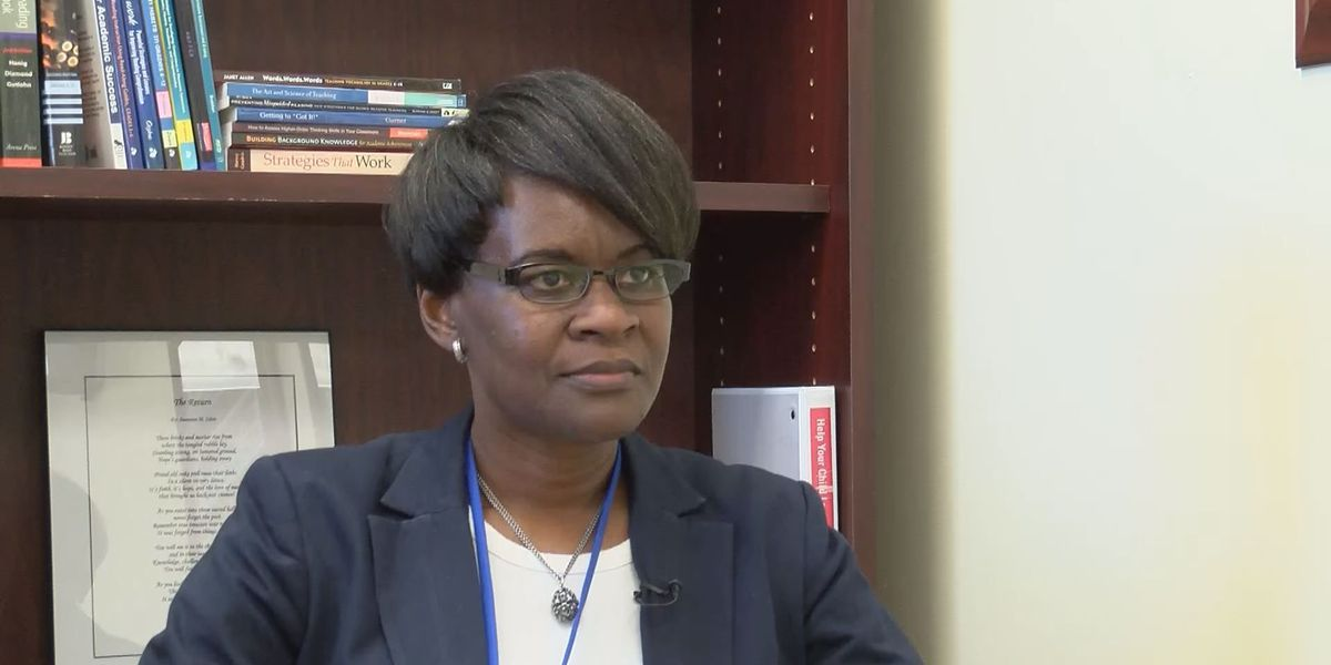 Dr. Carla Evers signs contract to become Pass Christian superintendent
