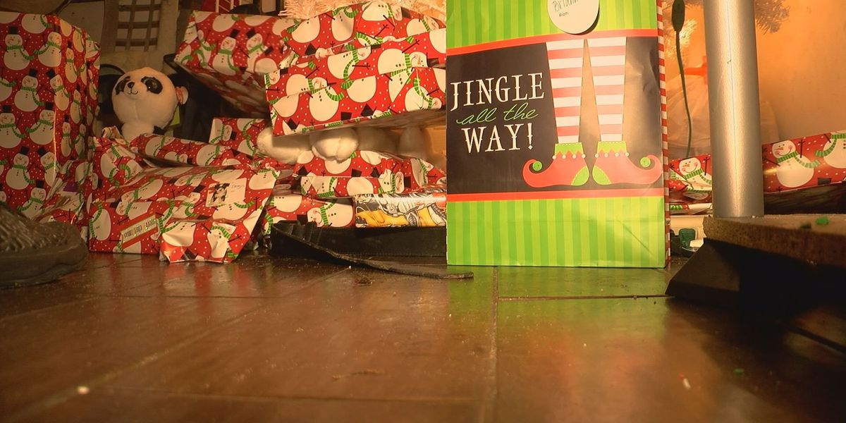 Biloxi High students deliver holiday cheer to families