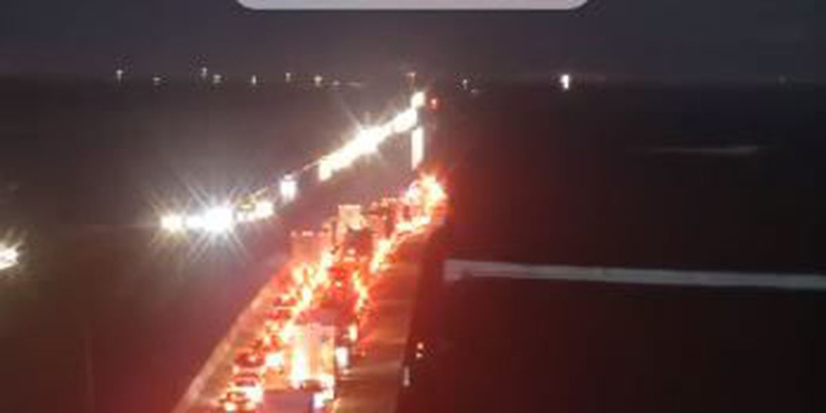 TRAFFIC ALERT: Traffic moving again on I-10 after wreck