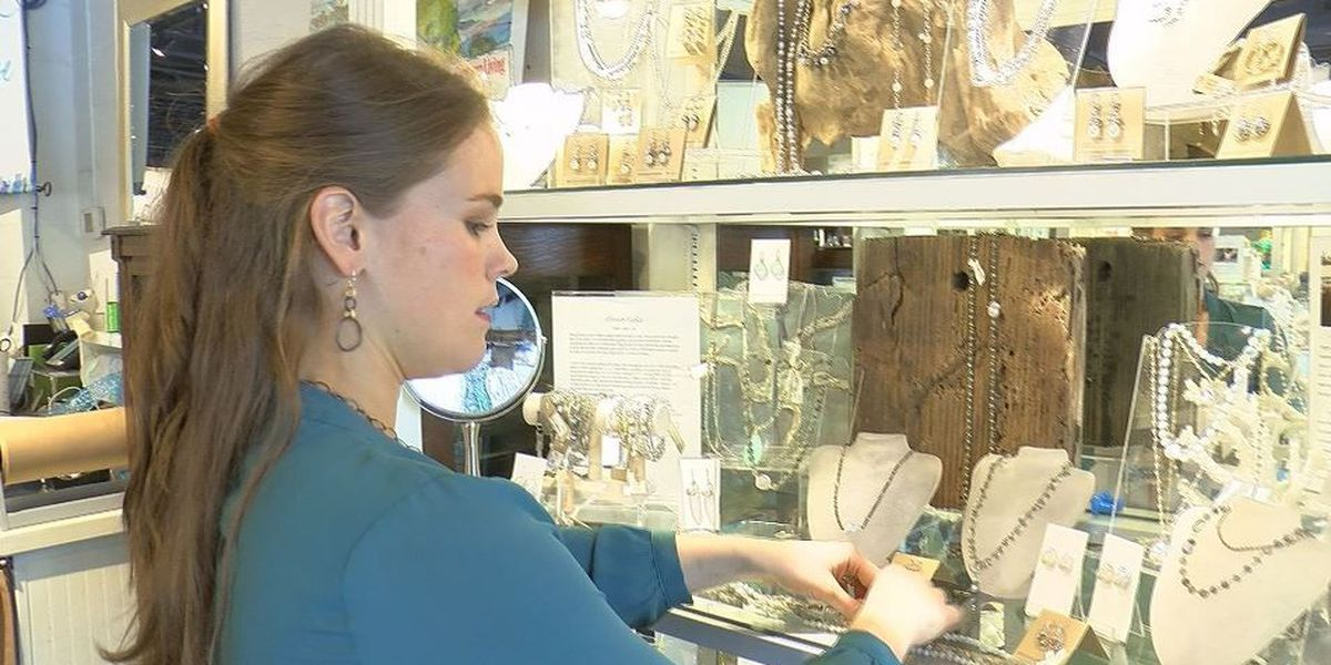 Downtown Ocean Springs gets ready for Peter Anderson Festival