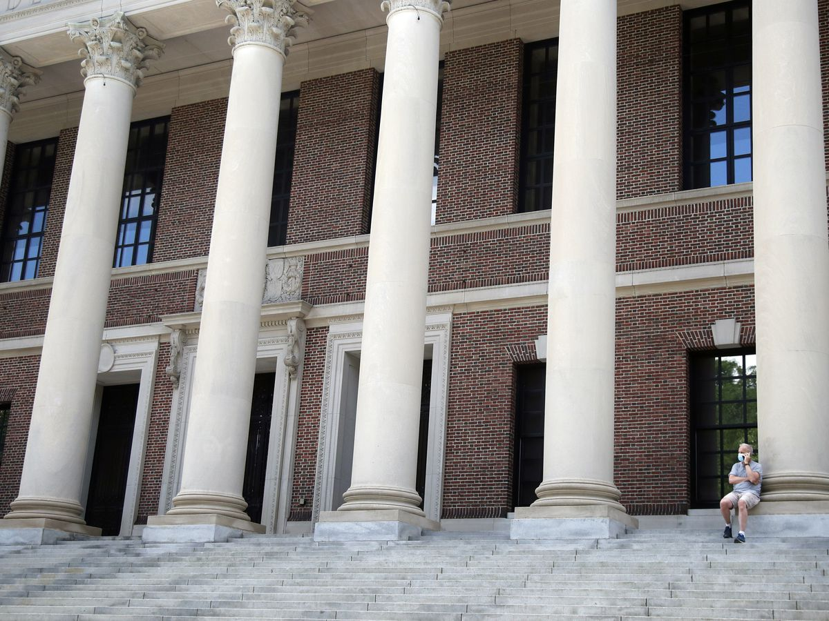 Harvard invites freshmen to campus, but classes stay online