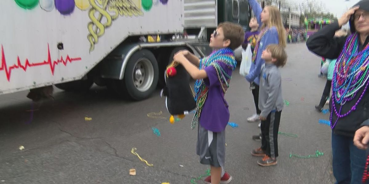 Rain holds off for Ocean Springs Mardi Gras Parade