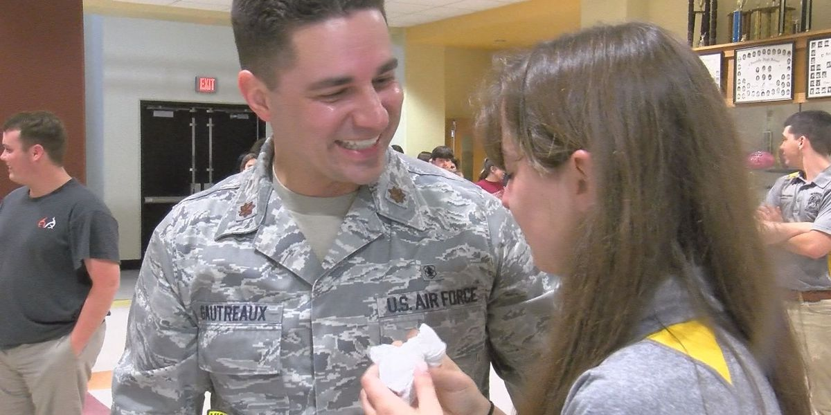 Air Force dad pulls off homecoming on multiple fronts