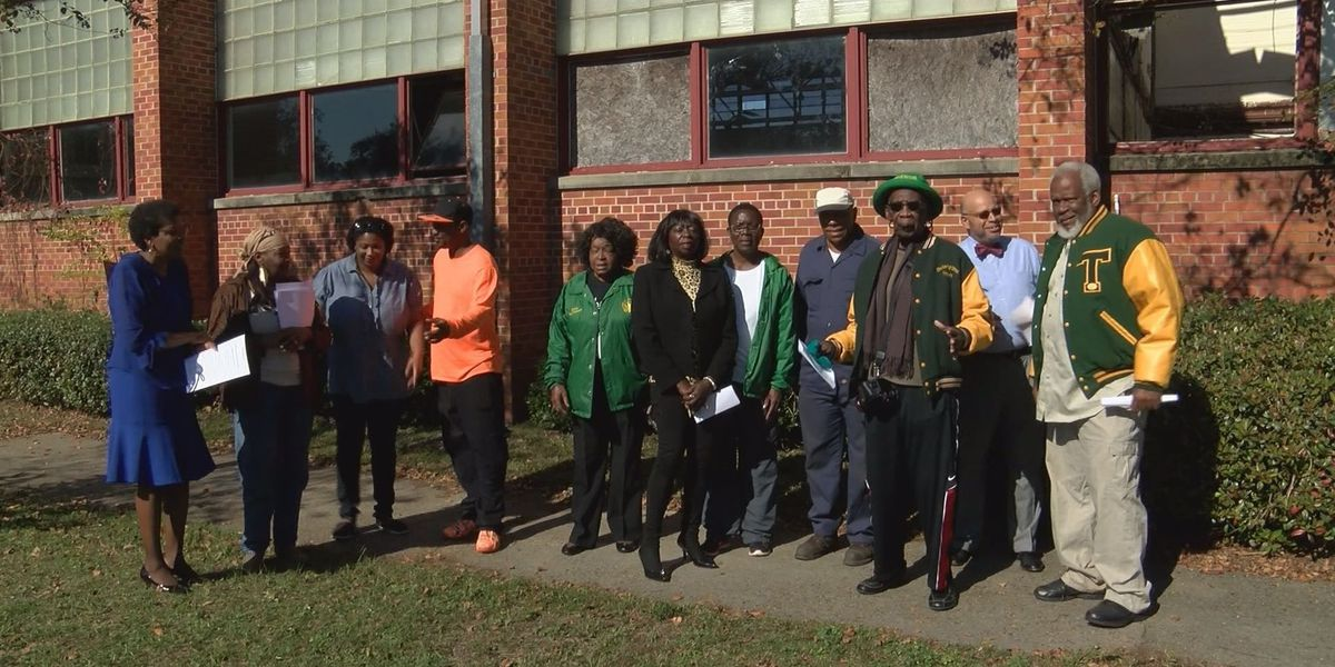 Citizens decide how to refurbish 33rd Avenue High School