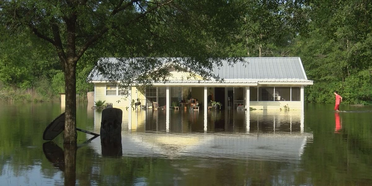 Flood forces single mother, children to evacuate home