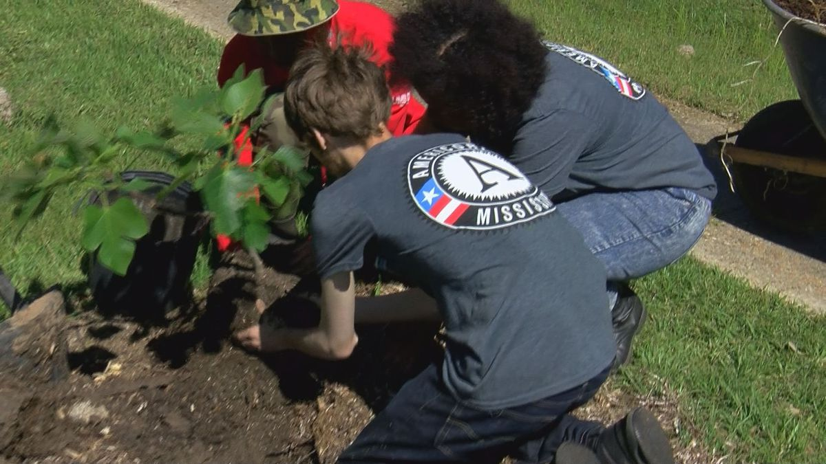 Mississippians pitch in to make Earth Day 2019 a community effort