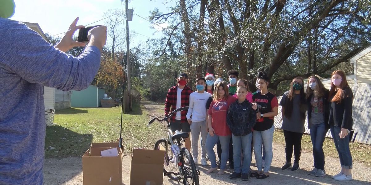 Biloxi High students deliver Christmas gifts to more than 20 families