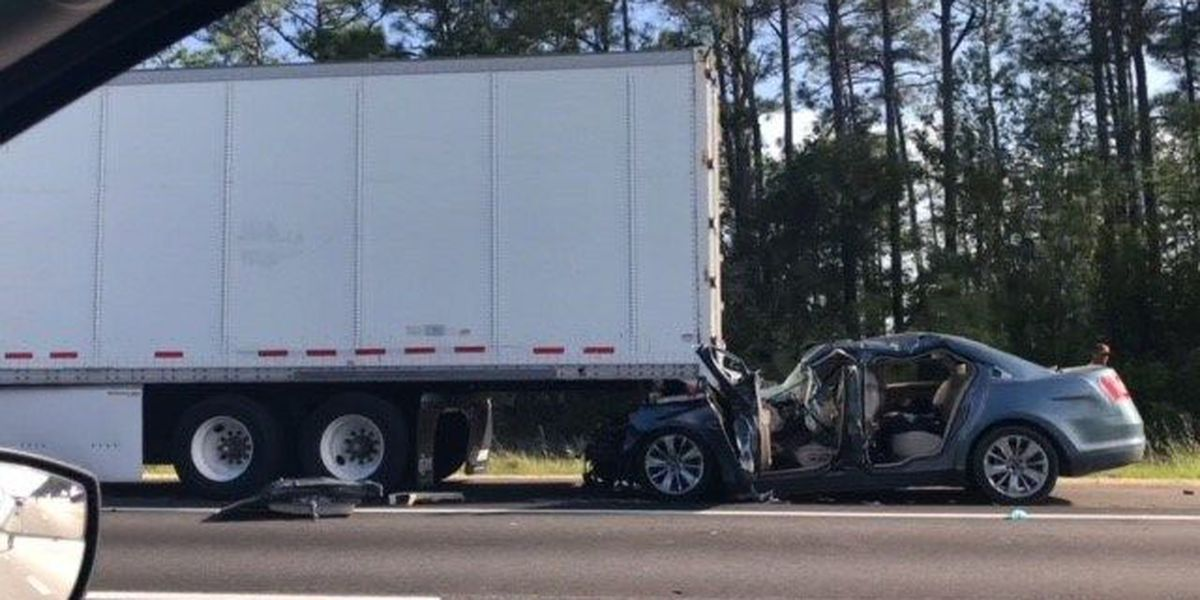 UPDATE: Traffic clear on I-10 after wreck in Jackson County