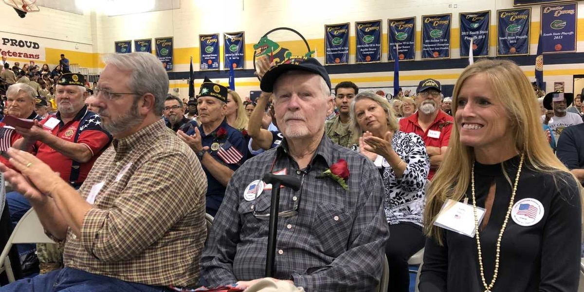 Gautier High students pay rousing tribute to veterans