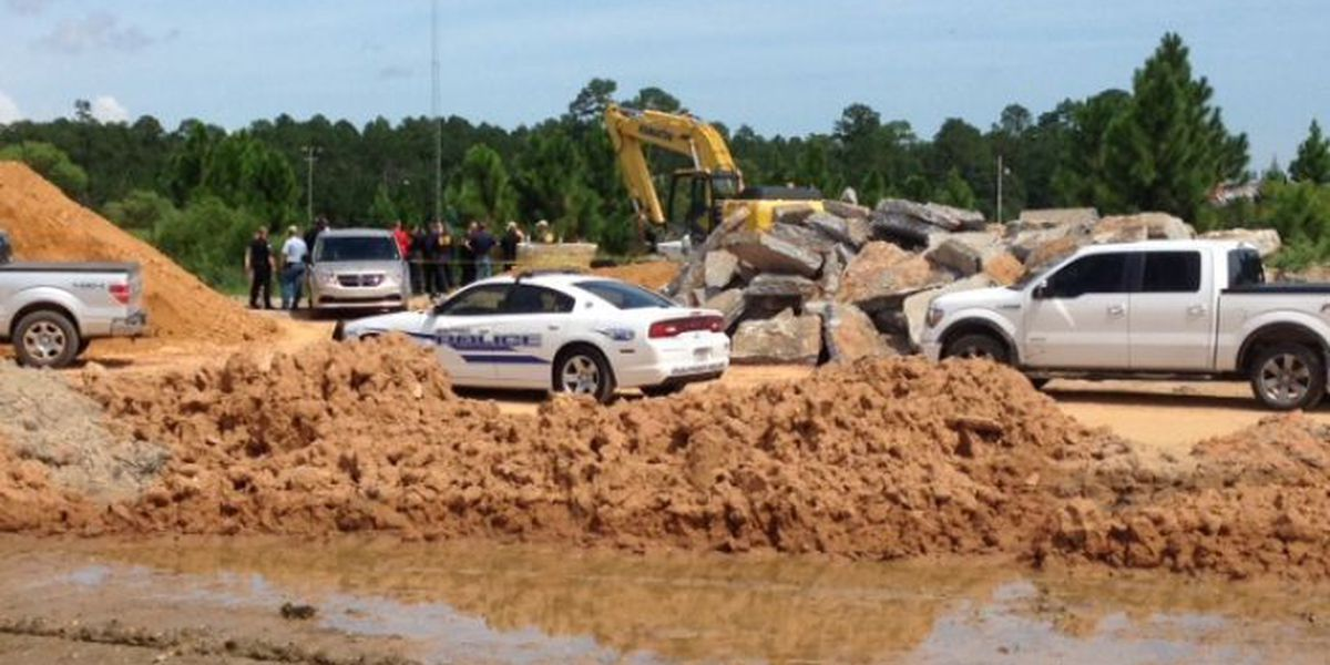 Construction workers find body floating in Gulfport ditch