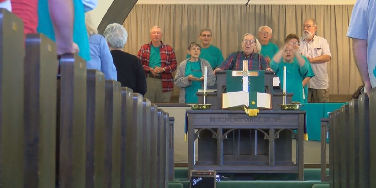 Churchgoers leave mid-service to help community