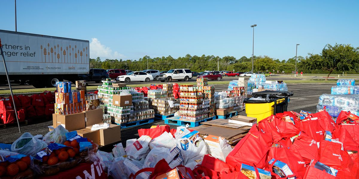 Winn-Dixie holds mobile food pantry for Hunger Action Month