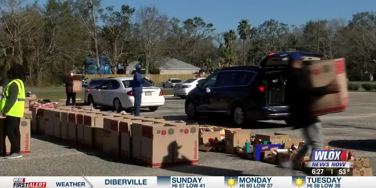 Gulfport church hosts food-drop for those in need this holiday season