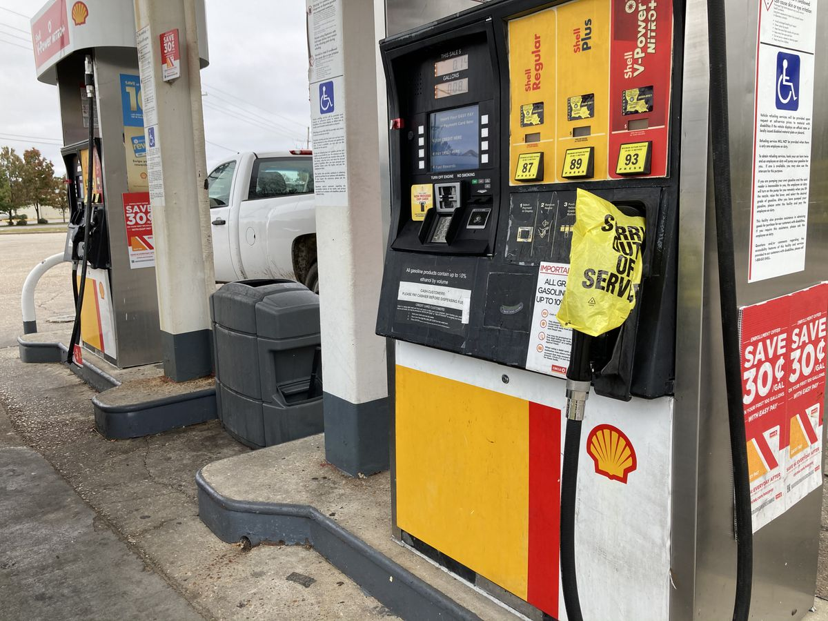 Gas prices expected to top $3 a gallon nationally by Memorial Day