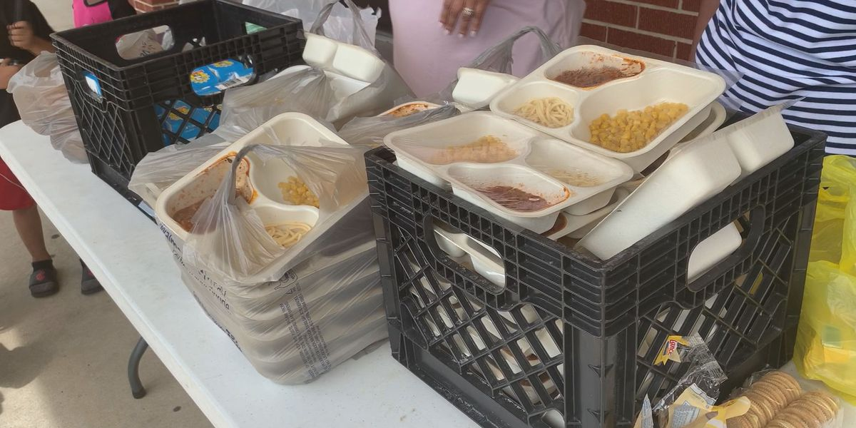Volunteers distribute free summer meals to Gulfport youth