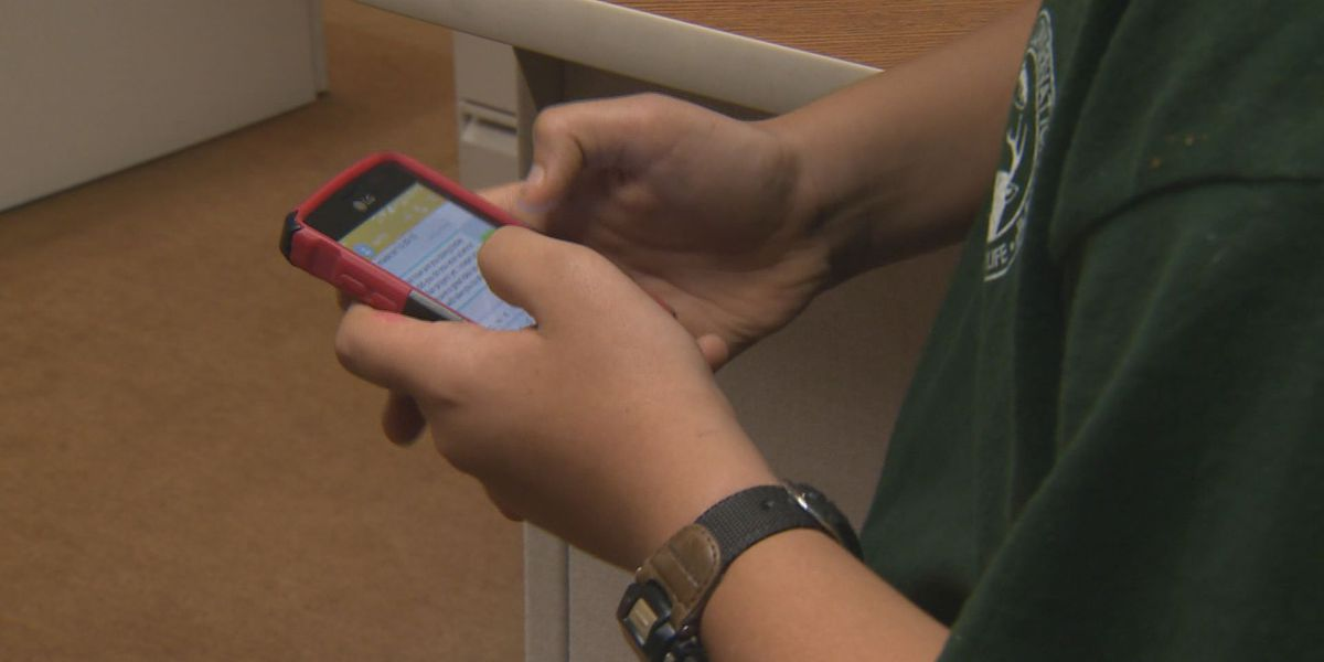 Keeping kids safe online: Long Beach parents learn how to 'protect young eyes'