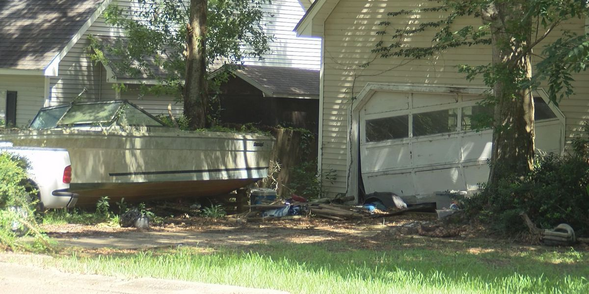 Action Report: Neighbors want Moss Point home cleaned
