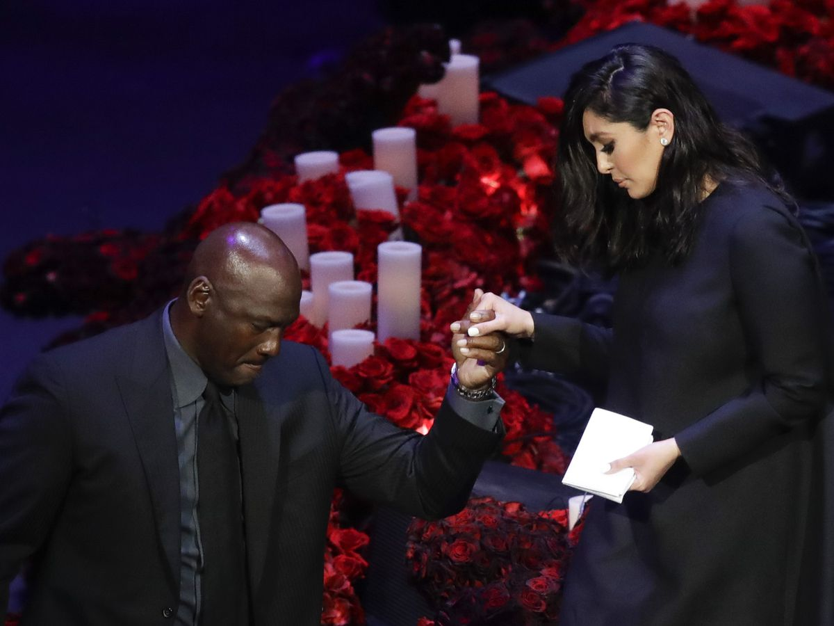 Los Angeles honors Kobe, Gianna Bryant with public memorial