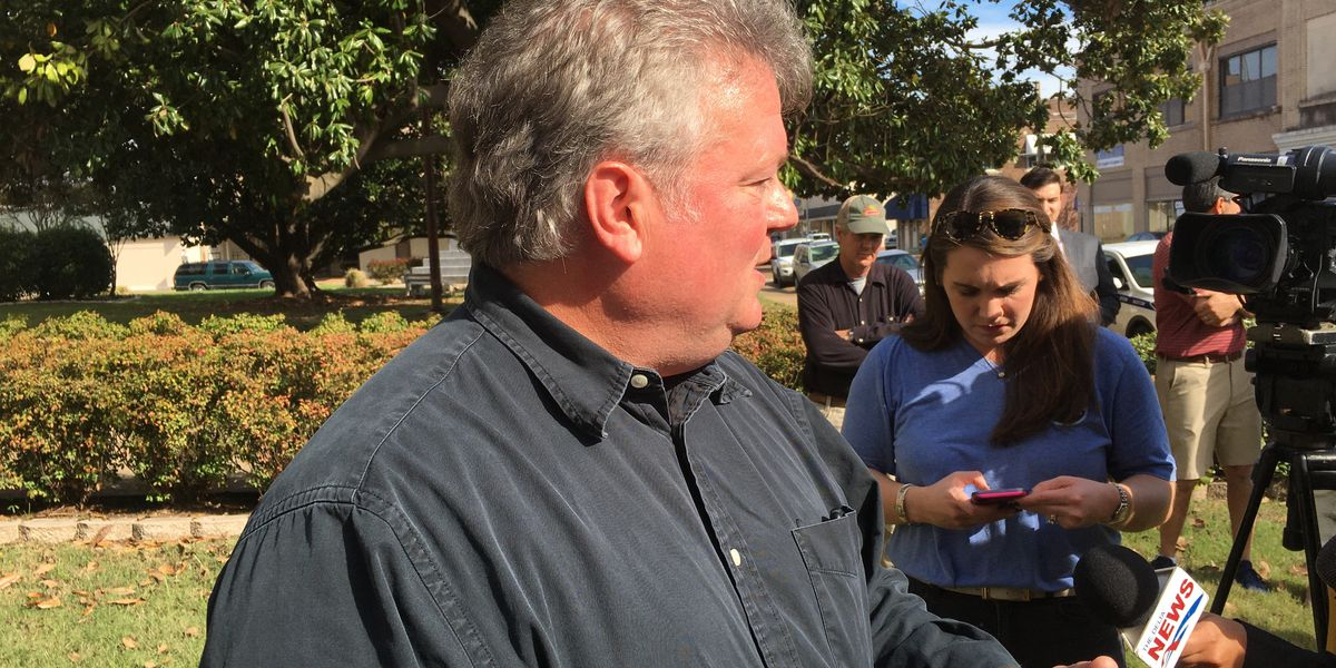 Jim Hood makes last-minute campaign stop in the Mississippi Delta